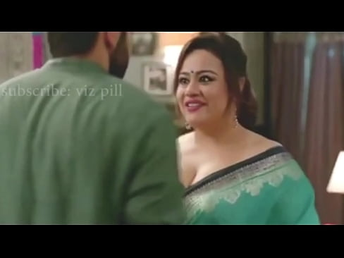 Aunty cleavage videos